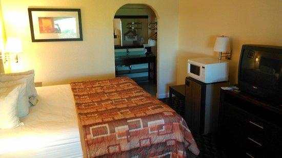 Days Inn & Suites Little Rock Airport: Room