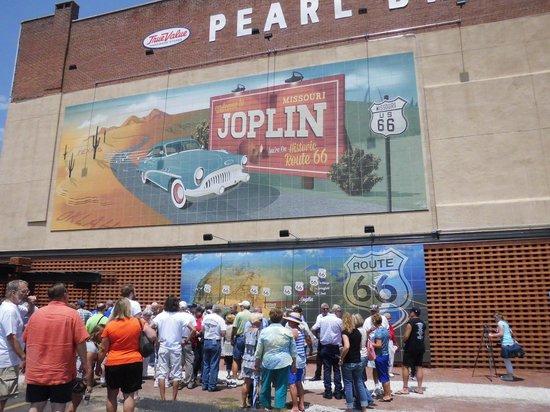 Best Budget Inn: Joplin - a new mural