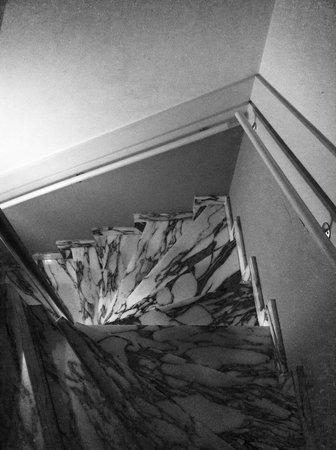 Hotel Bigarre: Petit escalier