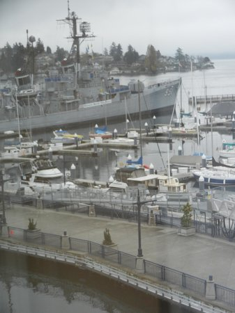 Hampton Inn & Suites Bremerton: USS Turner Joy (now a museum) from our room.