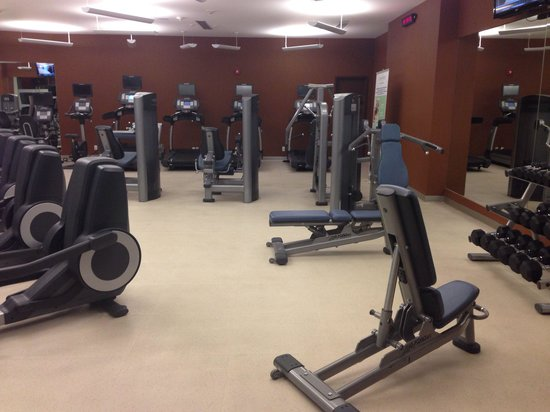 Courtyard Mexico City Airport: Fully equipped gym.
