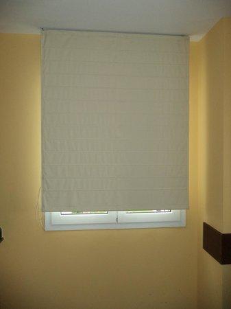 Holiday Village Menorca: Bedroom Blind!