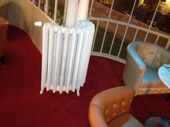 Clarion Hotel Chateau Belmont : Tipico termosifone in ghisa
