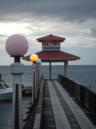 Truk Stop Hotel: The dive dock/pier