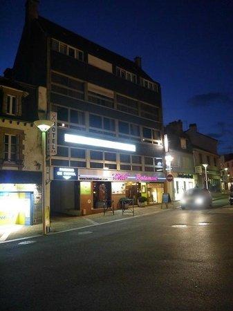 Hotel le France : vue de l'hôtel de nuit