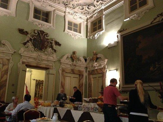 B4 Astoria Firenze: Prima colazione al buio