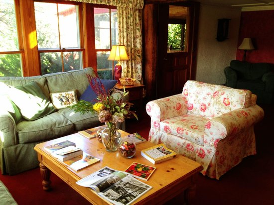 The Vermont Inn : Living room / reception area