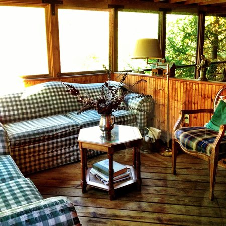 The Vermont Inn: Enclosed porch