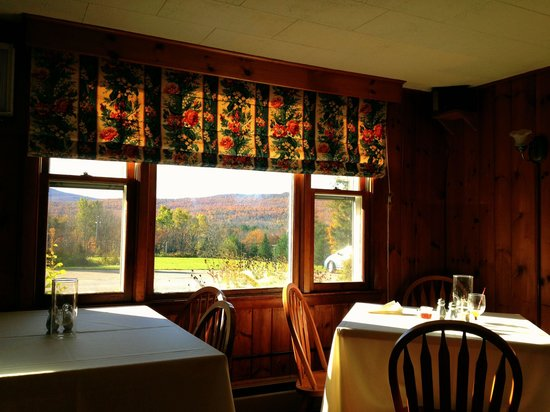 The Vermont Inn: Autumn view out dining area