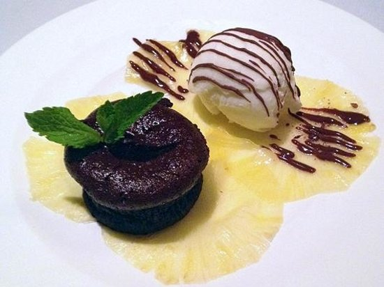 Frescos Ristorante: Chocolate Lava Cake with Coconut Gelato