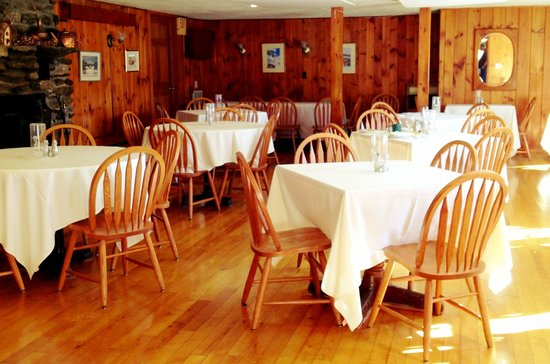 The Vermont Inn: Breakfast room