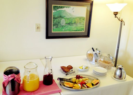The Vermont Inn: Selection of breakfast menu (self serve counter) plus you get cooked to order dish that changes