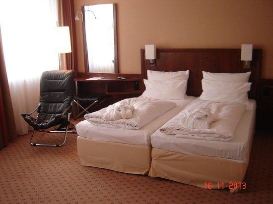 NH Koln Altstadt: Superior room