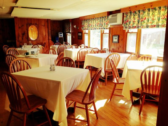 The Vermont Inn: Sunny breakfast room