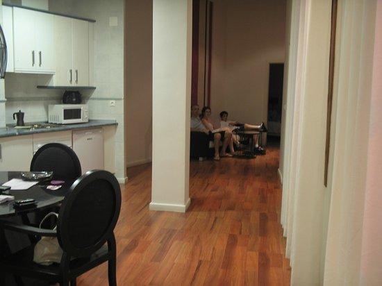 Marquis Portago : Vista de la cocina y el área de estar