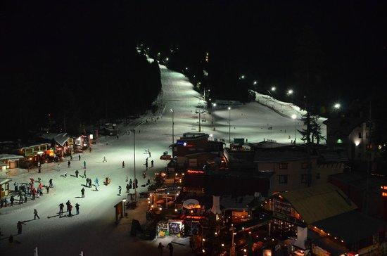 Hotel Rila Borovets: Вид с балкона ночью