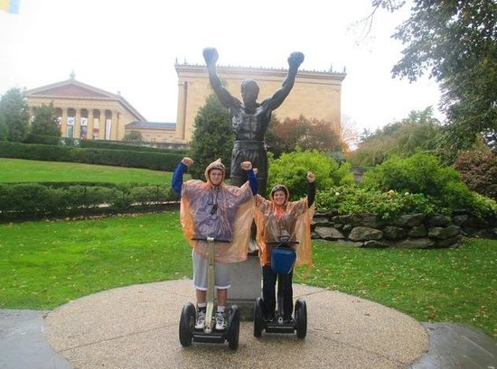 Philly Tour Hub: The Rocky Statue in front of the Philadelphia Art Museum