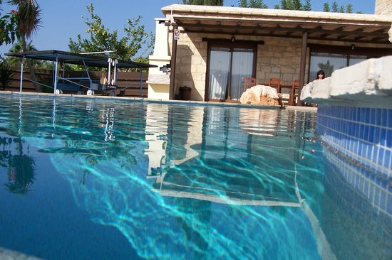 Lithos Holiday Villas: Villa from the pool