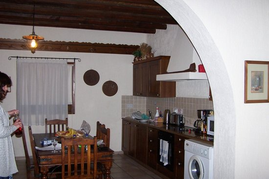 Lithos Holiday Villas: The kitchen