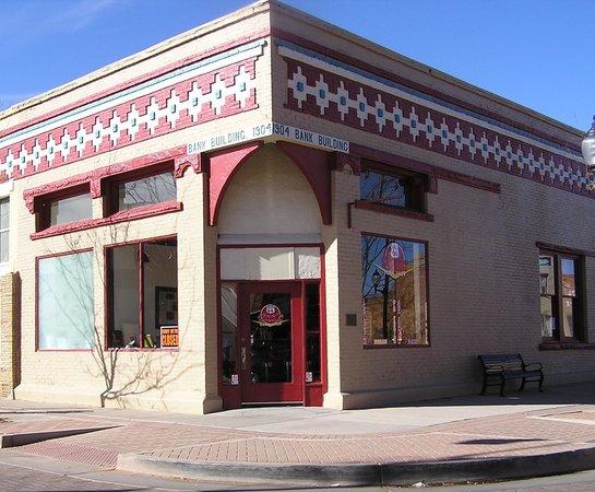 Dar's  Route 66 Diner: Rte. 66 Fizz'n Cream Soda Shop exterior