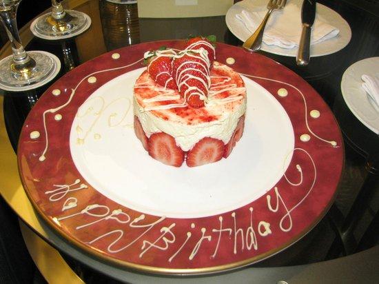 Four Seasons Hotel Amman : Birthday Cake