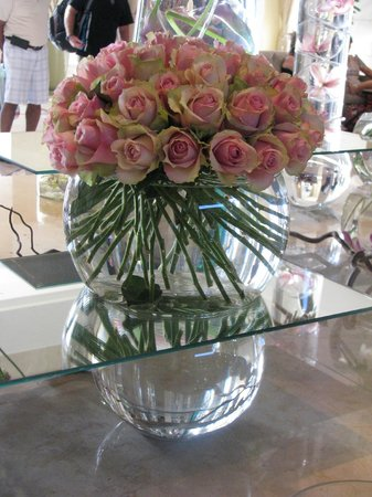 Four Seasons Hotel Amman : Lobby flowers