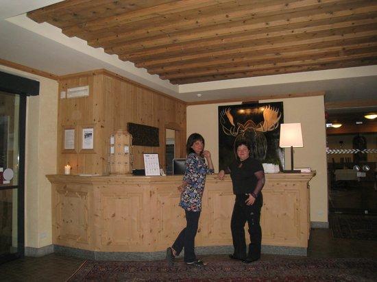 Hotel La Genzianella: Ресепшен