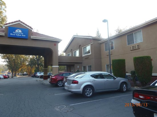 Americas Best Value Inn Yosemite-Oakhurst : entrada hotel