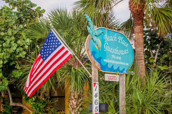 Beach Place Guesthouses: Fachada