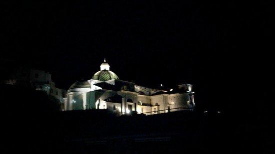 La Casa delle Stelle: La Collegiata di Santa Maria a mare vista dalla camera del bed