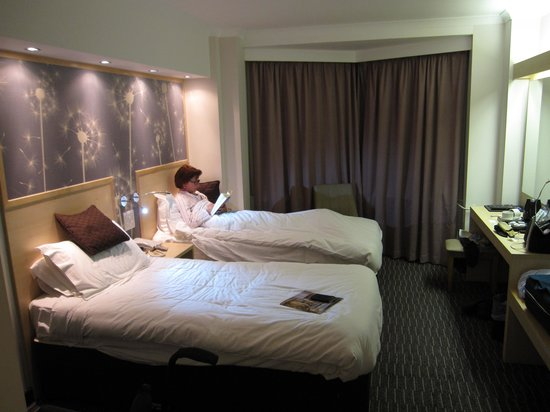 Bedford Hotel : Our bedroom: # 302