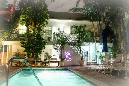 Sobe You Bed and Breakfast: Art Deco Poolside Suites