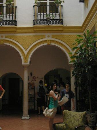 Hotel Abanico Sevilla: patio central del hotel