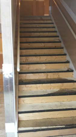 Travelodge Edmonton East: Stairs