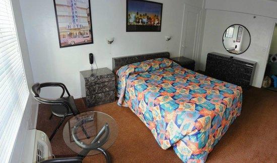 Tropics Hotel & Hostel: Schalfbereich