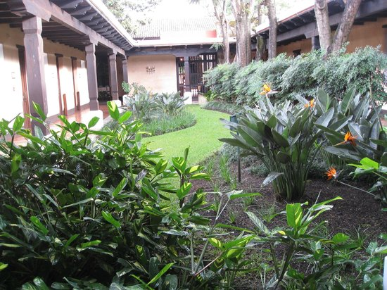 Porta Hotel Antigua : One of the courtyards