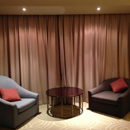 Swissotel Nai Lert Park : Sitting area from room