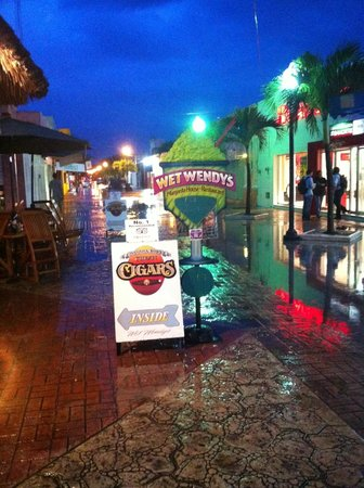Wet Wendy's Margarita House and Restaurant: Can't miss the sign