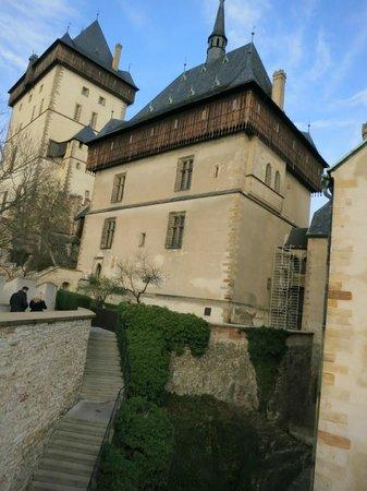 Karlstejn Castle: Вид на замок Карлштейн из внутреннего дворика