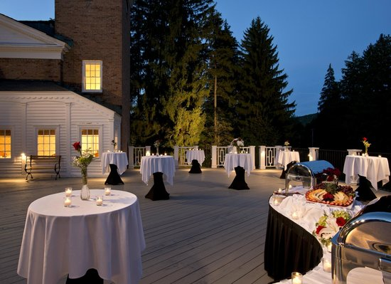 The Cooper Inn: Reception event on the veranda