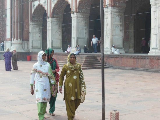 Friday Mosque (Jama Masjid): Pilgrims at the mosque with bare feet and covered heads.