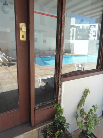 Camburi Hotel : PORTAS DO RESTAURANTE