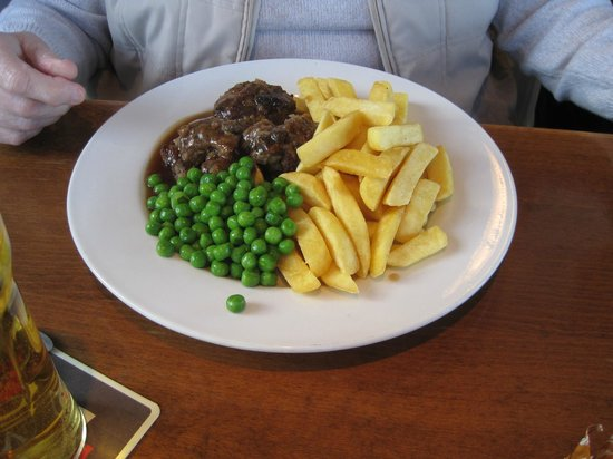 The Castell Y Bwch Inn: Faggots, peas and chips