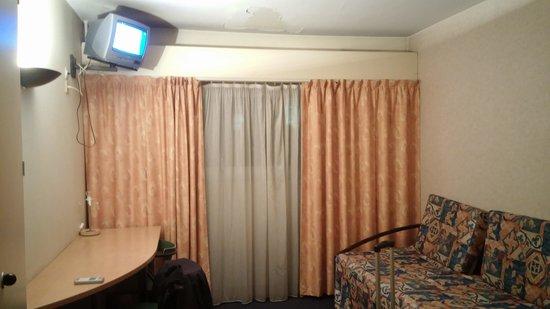 Hotel Itineraires : Peinture du plafond