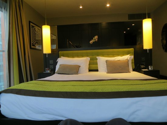 The Fitzwilliam Hotel Belfast: The comfortable bed in our De-luxe Room