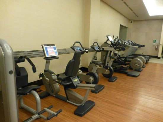 Crowne Plaza Semarang: Gym with the best equpiment