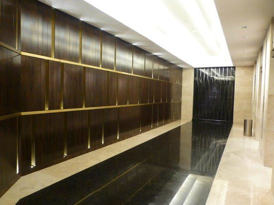 Crowne Plaza Semarang: Floor 7 outside the lifts
