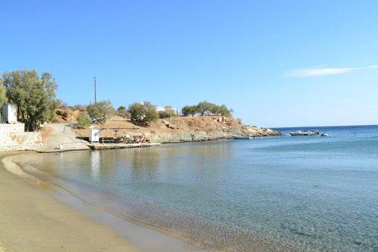 Manos Syros: beach in 2min walk distance