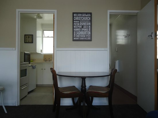 High Street Living Motel: Romantic Dining in Family Unit
