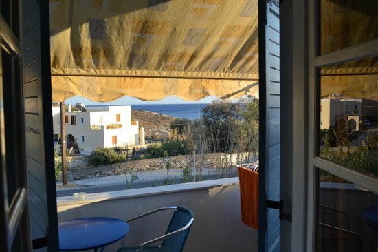 Manos Syros : view of one ground floor room